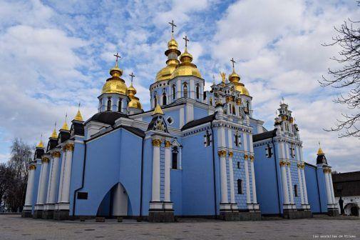 Iglesia de San Miguel de las cúpulas doradas Kyiv